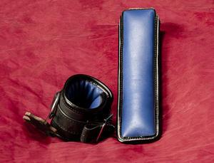 Låsbara Vadderade Läderhandbojor (olika färger)